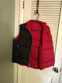 Sideout puffer vest, black exterior, red interior
