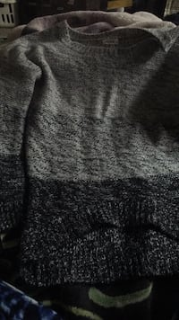black and gray crew neck shirt Grande Prairie, T8W 0C3