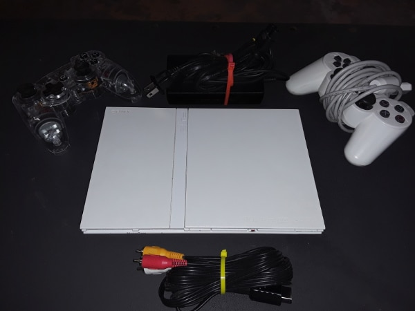 Sony PS2 White Edition 5d2c4055-6c7a-4862-8736-b1bc8f93386a