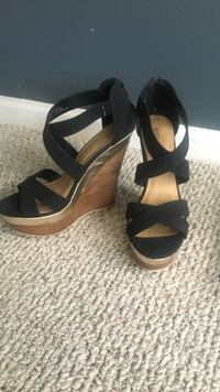 Wedge Sandal w/ black strap - Size 10