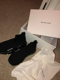 pair of black Balenciaga shoes with box 1197 mi