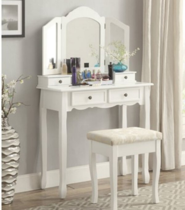 Tremendous Roundhill 3 Pc White Wooden Vanity Desk Set Make Up Table And Stool Set White Cracked Mirror Gmtry Best Dining Table And Chair Ideas Images Gmtryco