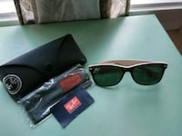Selling a pair of raybans Manchester, 03103