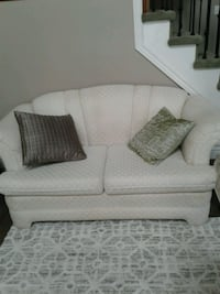 Off white love seat couch Kitchener, N2K 4J7