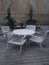 Hauser Iron Patio Set Burlington, L7N 1H6