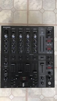 black  Behringer audio mixer DJX750