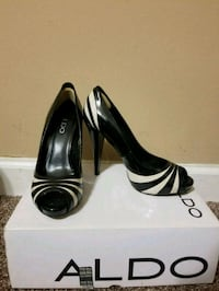pair of black-and-white leather pumps Size 38 Lanham, 20706