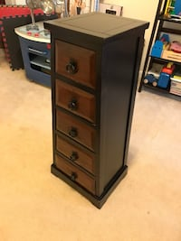 Solid wood mahagony color 5 Drawer chest. Well cared for. Selling only because we changed decor and bought new furniture Reston, 20191