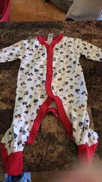 baby's white and red footie pajama Châteauguay, J6K 2G1