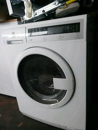 "24"" new scratch and dent front load washer Baltimore, 21223"
