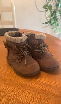 Cute infant size 4 fall boots