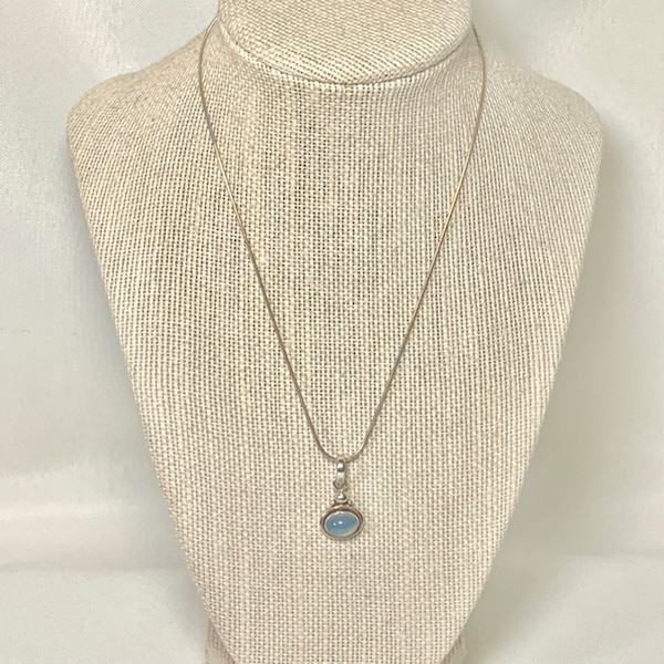 Vintage Sterling Silver Moonstone Pendant with Sterling Rope Chain 5655efa6-c975-4c6d-89fc-bce96e828fd0