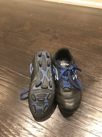 Outdoor boys soccer shoes worn for 1 recreational season. Size 5.