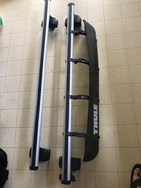 Thule roof rack with wind deflector Burnaby, V5C 2L6