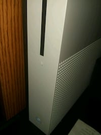 Xbox one s with 2 games Bronx, 10456