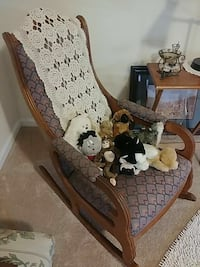 Beautiful antique rocking chair Frederick, 21703