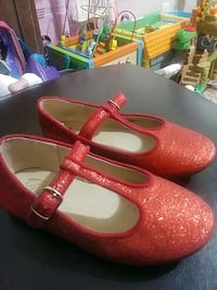 Red shoes sz 10 Fultondale, 35068