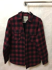 red and black plaid button-up long sleeve shirt