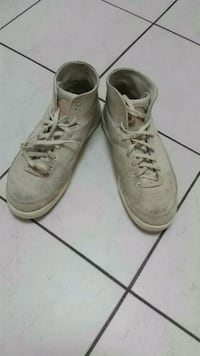 pair of white leather shoes Markham, L3R 4W5