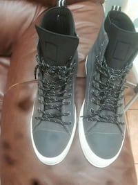 pair of black high-top sneakers Montréal, H1T 1G5
