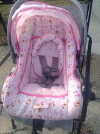 Winnie the Pooh infant car seat for girl with base Millville, 08332