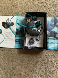 Bose wireless headphones  North Cowichan, V9L 4E2
