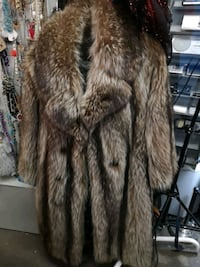 brown and  fur coat Wolf St. Catharines, L2P 2M1