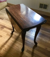 End / coffee table, two individual side folds. This can be a rectangular table or round !  Point Pleasant Boro, 08742