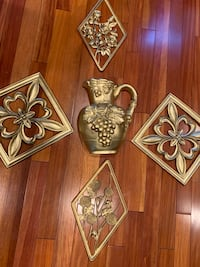 5 pieces wall decorations  Roslyn Heights, 11577