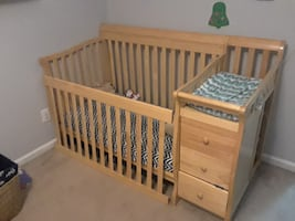 Crib/Toddler Bed w/ changing table