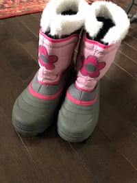 Girl's winter boots size 2 New Mississauga, L5K 1H5