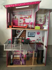 Barbie/doll house Guelph, N1H 3G4