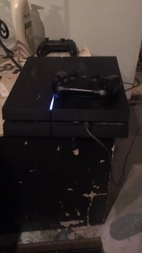 Black sony ps4 console with controller Tacoma, 98404