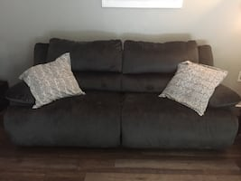 Reclining sofa & chair (chair & 1/2)