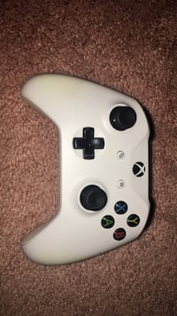 $250 Condition: very good Includes: Xbox one s 500gb, 2 chargeable batteries and batterie charger, headset (turtle beaches ), power cable  Owned for : 1 year (first owner) Glen Burnie, 21061