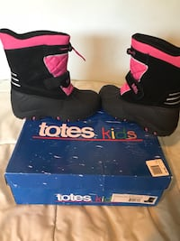 Snow boots girls Los Angeles, 91303