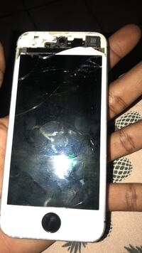 Cracked space gray iphone SE Lancaster, 93535