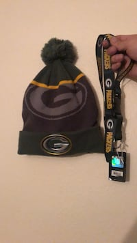 Brand new Green Bay Packers Beanie including new key chain. If interested feel free to message me at anytime and I am always willing to negotiate a good deal. 2245 mi