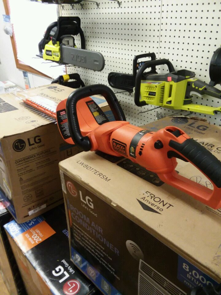 Photo Black & Decker 24 in electrical hedger