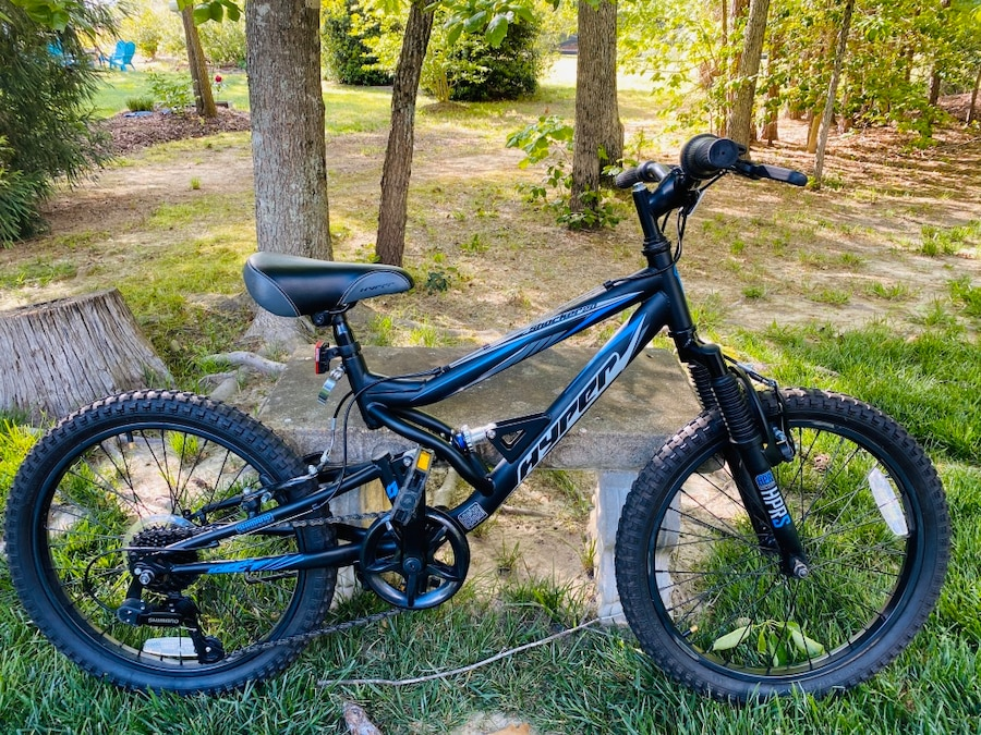 Photo Hyper 20 inch Mountain Bike Like New! Only Needs Gears Adjusted $74OBO