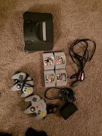 Nintendo 64 with 4 games and 2 controllers Washington, 20032