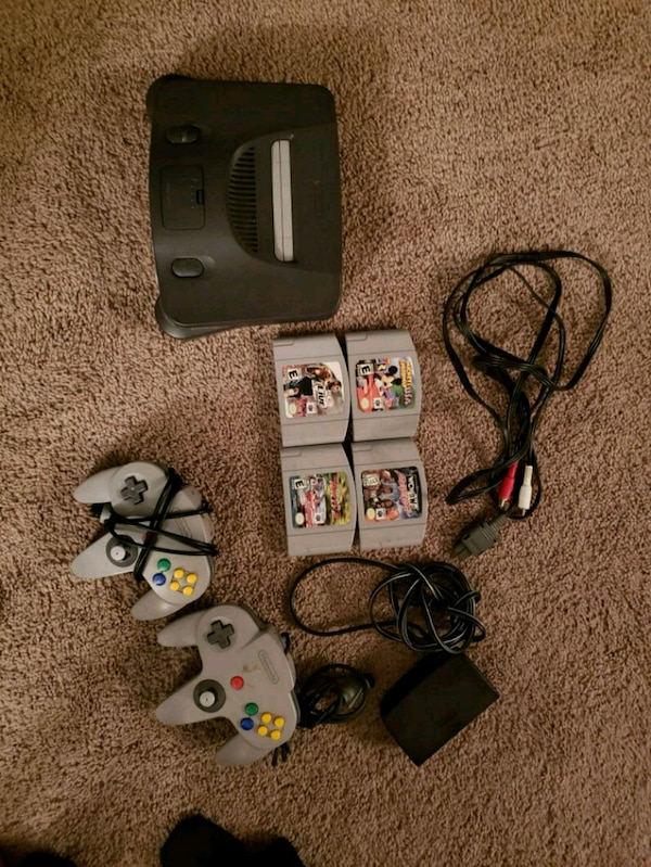 Nintendo64 with 4 games and 2 remotes