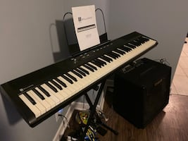 Keyboard Williams with carring case n stand n Roland amp 550