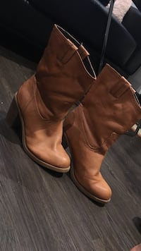 pair of brown leather boots Hull, J8X 2E1