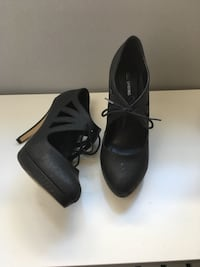 Spring shoes size 10 Calgary, T2K 0Z2