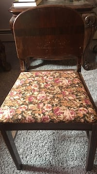 red and white floral padded chair Ocean View, 19970