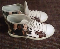 The walking dead size 6 shoes -pick up only  London, N5W 4V7