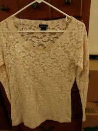 Mods international Large lace top Colorado Springs, 80911