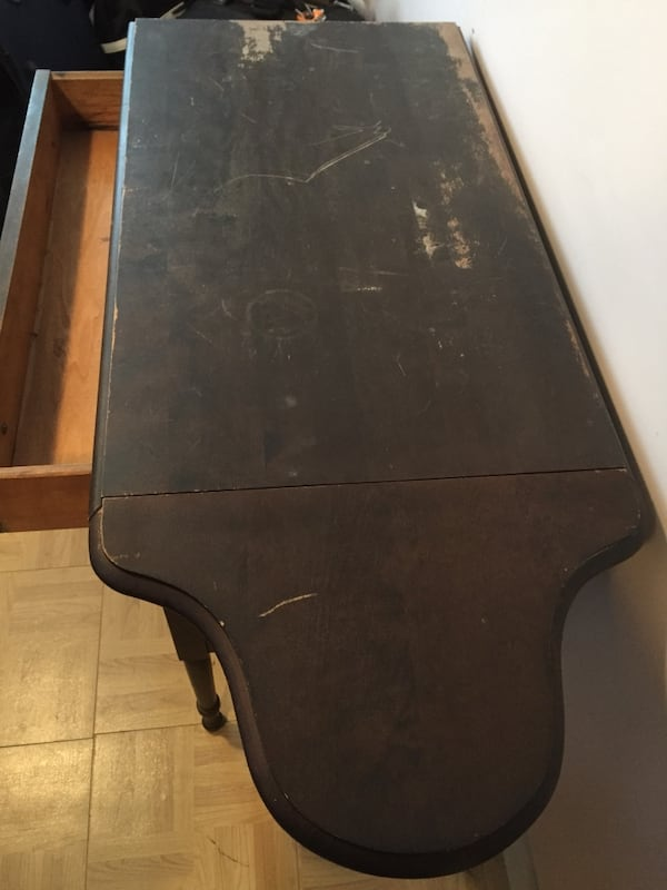 Unique antique table that extends. Pick-up only. 41e82dfd-55ec-4bc0-b208-2cbcd287c09e