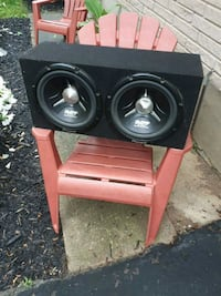 2 10inch subs with amp London, N5Y 4J1